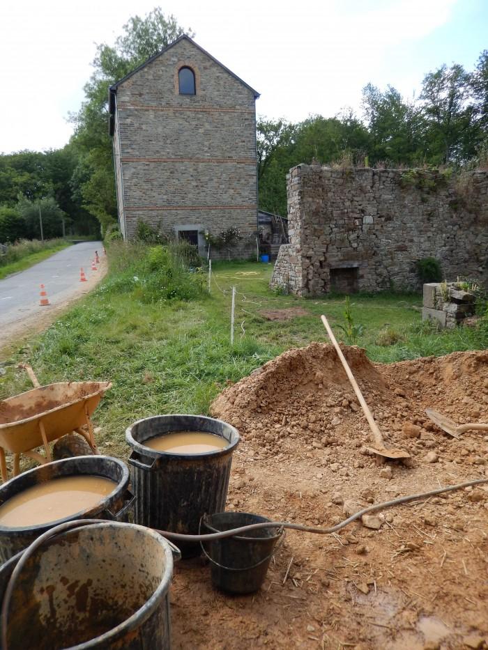 tas de terre sur le chantier