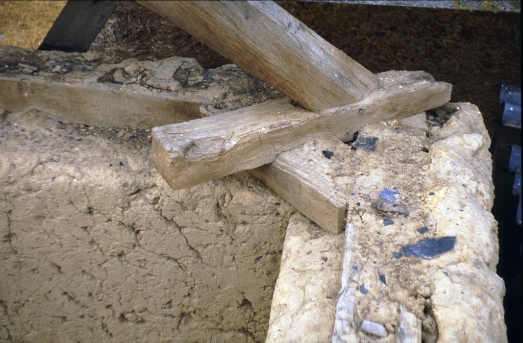 détail assemblages bois terre crue