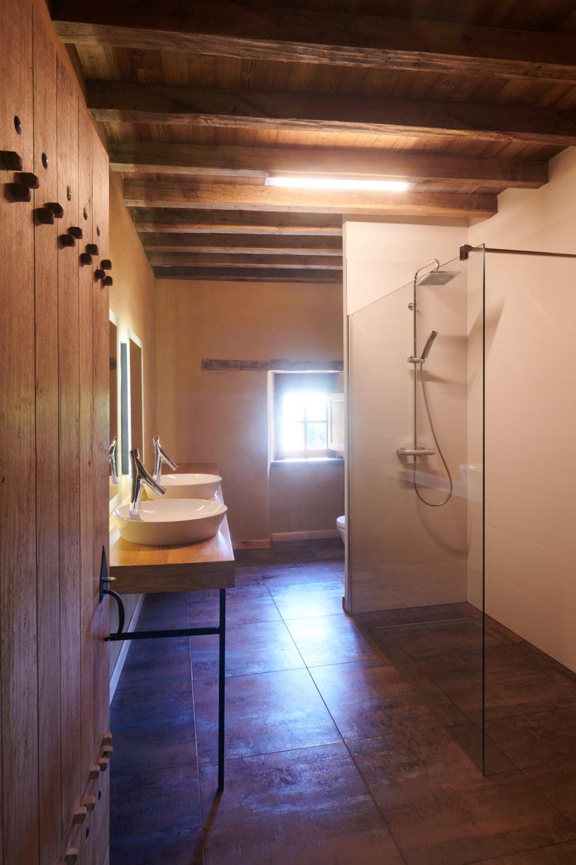 douche à l'italienne dans une salle de bain