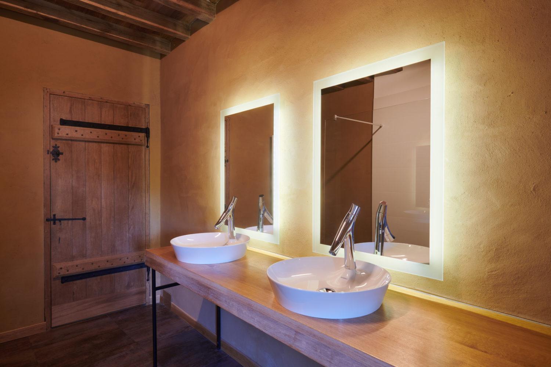 salle de bain dans un maison en bauge
