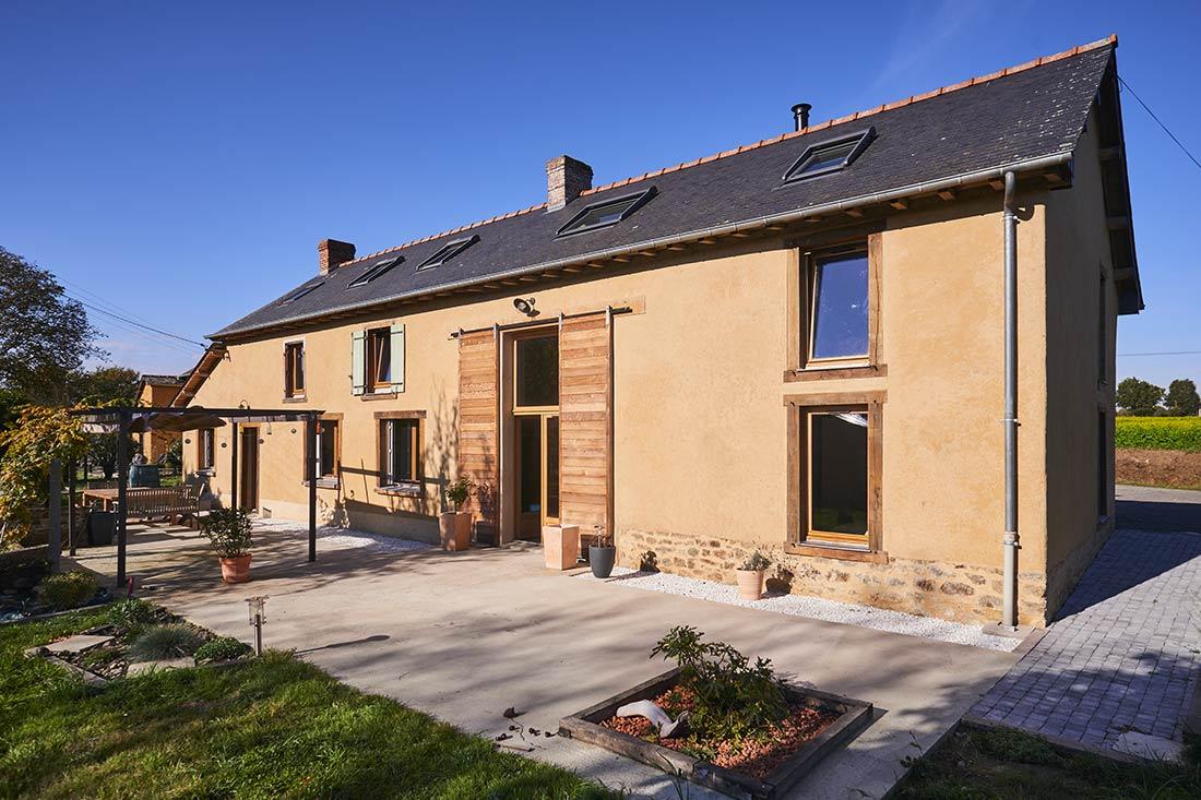 Rénovation d'une longère en terre crue à Gévezé près de Rennes